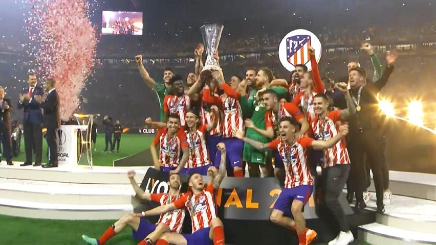 Atletico-Madrid-cu-trofeul-Europa-League